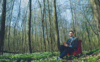 Ludzie z lasu, śpiewaczka operowa i medytacja metodą Erwina