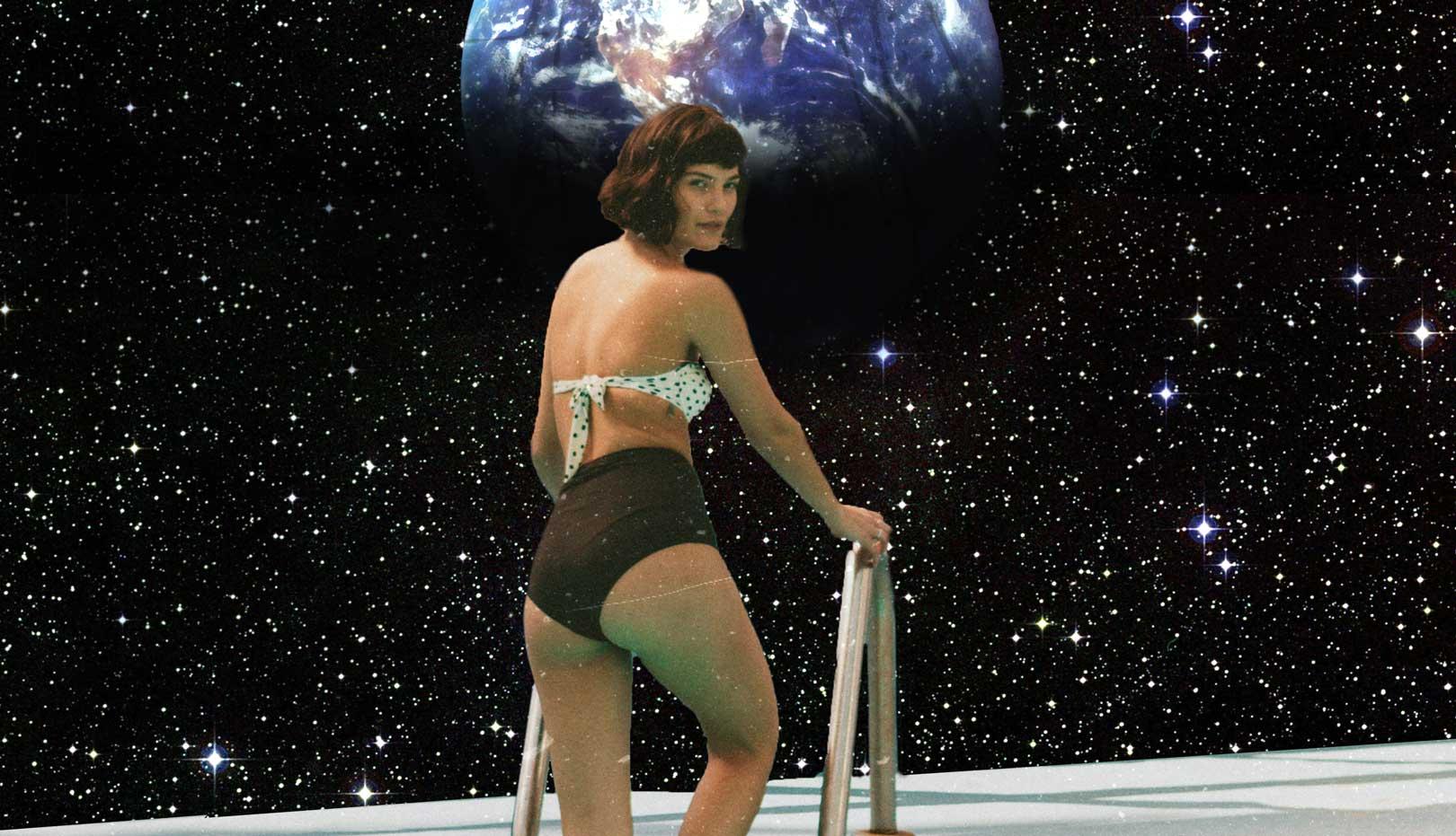 kobieta na basenie w kosmosie